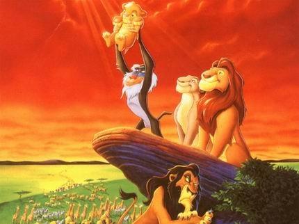 《狮子王》,1994年6月15日在美国首次上映,是华特迪士尼公司的第32部经典动画长片。主角为一头名叫辛巴(Simba)的狮子。本片从莎士比亚的《哈姆雷特》获得灵感,成为迪士尼动画的里程碑作品之一。后来迪士尼又制作了两部续集,分别为《狮子王2:辛巴的荣耀》和《狮子王3:HAKUNAMATATA》。根据电影《狮子王》改编的音乐剧于 1997 年10 月在百老汇公演后,大获好评。同时,迪士尼公司还推出了《狮子王》的儿童图文书。意大利和日本也分别有两部叫作《狮子王》的动画片。