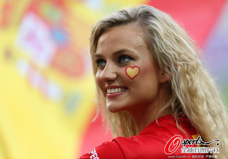 克罗地亚对阵西班牙+美女球迷激情助威