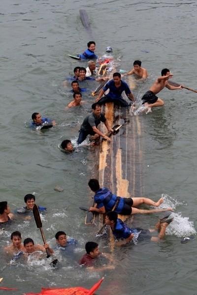 越南发生翻船事故