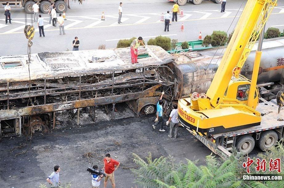 陕西延安发生一起特大交通事故已造成36人死亡
