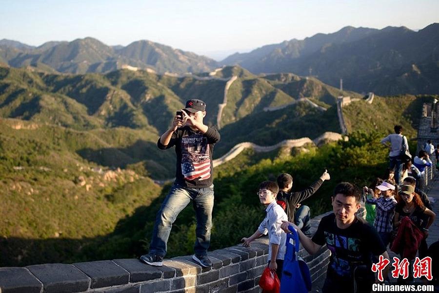 旅游景点人满为患 个别游客现不文明行为 黑龙