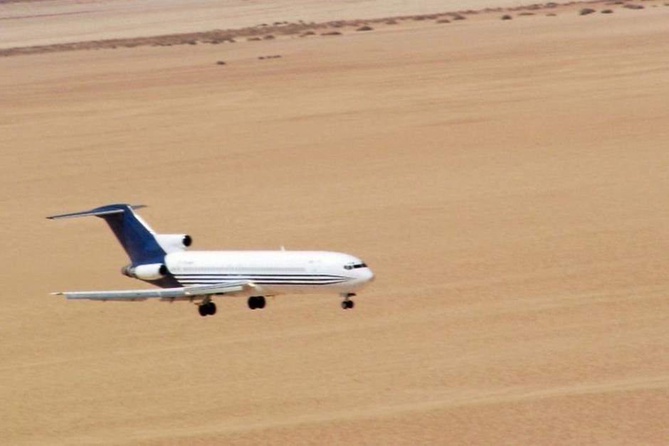 飞机距离地面高度有1200米