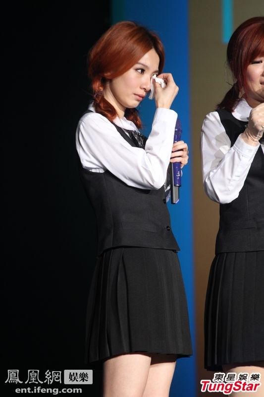 S.H.E穿制服扎马尾为新专辑造势 忆火吻相拥成