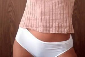 女人穿裤太紧看见沟内衣都没有穿的美女美女裤子太紧