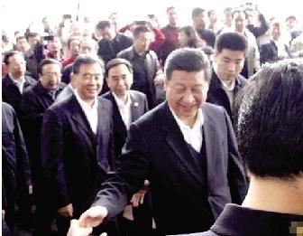 12月8日,习近平来到深圳市莲花山,向邓小平雕像敬献花篮.