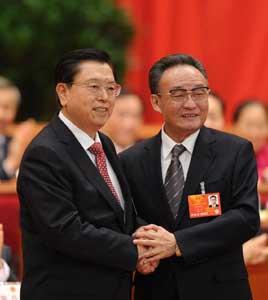 吴邦国与张德江握手