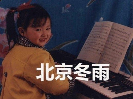 戴红帽画红唇扮相难辨认【图】; 唐嫣昔日可爱童年萌照曝光(组图)