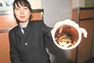 道里区人民医院卫生间发现简易烟灰缸