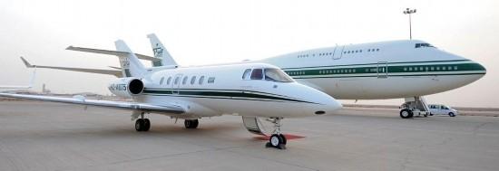 2013-04-03 06:02 来源:人民网 据英国《每日邮报》报道,乘坐飞机对普通人而言是无聊而不适的经历,但对于有钱人来说,要将享乐进行到底,一切皆有可能。摄影师尼克 格莱斯日前公布了部分罕见的富豪私人飞机图片,让我们得以大开眼界。 ...