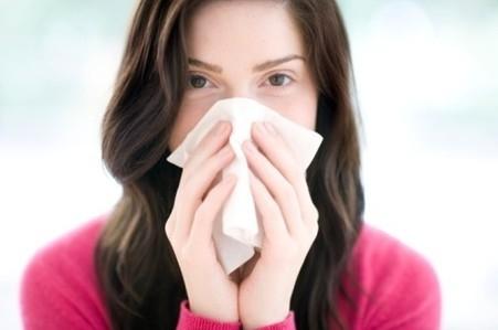 刘女士患了鼻炎,怕吃药影响孩子的健康,可是不是药自己又会很难受.