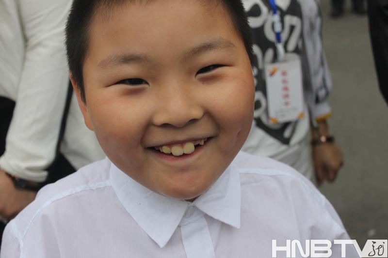 运动会上孩子们们开心的笑脸.图片