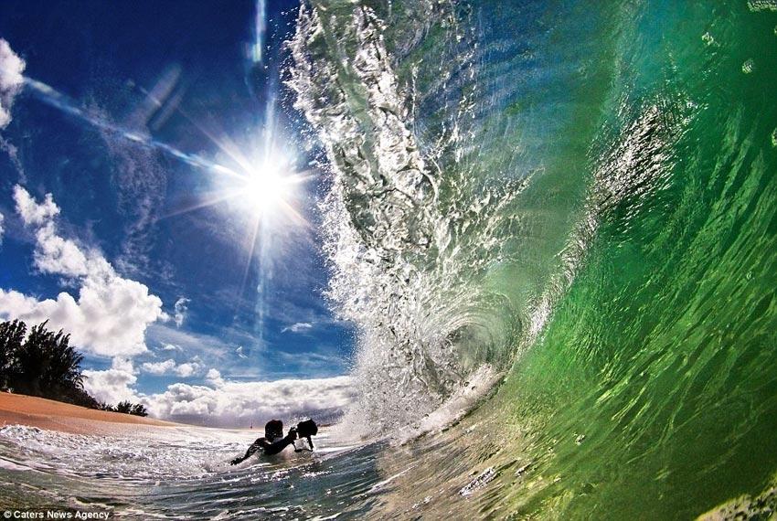 拍摄阳光下的绝美海浪(组图)