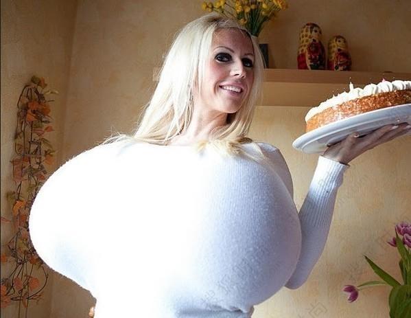 全球最大人造胸部实拍:尺寸61mmm