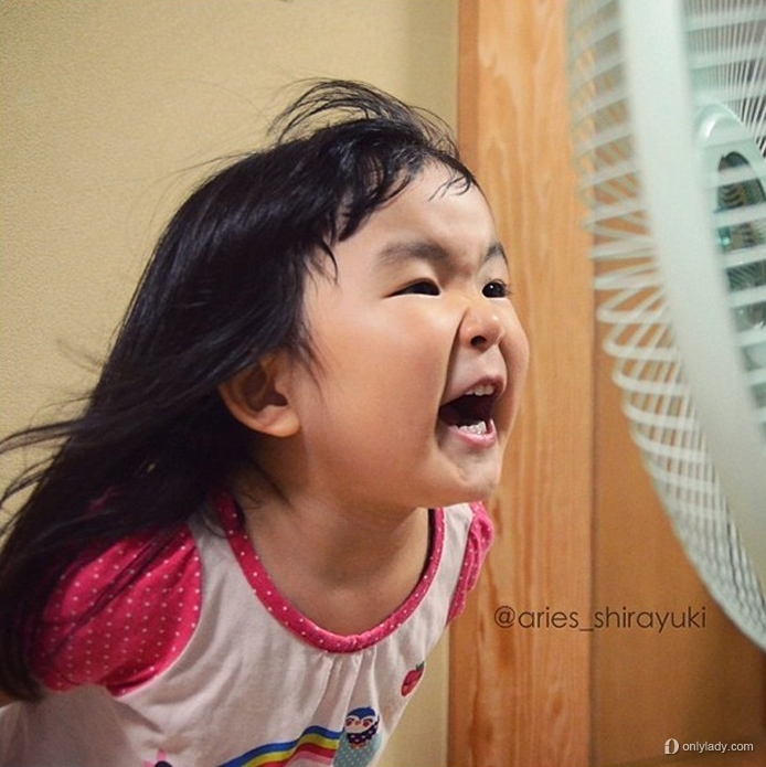 6 / 7 近日在instagram上爆红的齐刘海女孩,被网友赞为表情女帝大人.图片