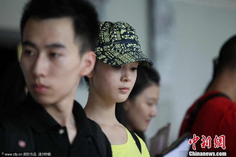 北京电影学院开学 帅哥美女齐报到组图