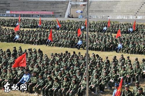 哈师大举行2013级新生开学典礼暨军训动员大会