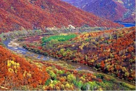 游览全国罕见的红叶观赏区——吊水壶风景区的原始旷世之美