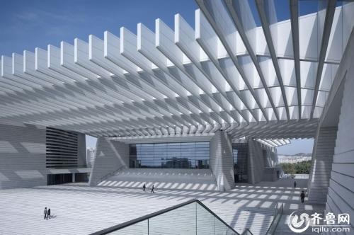 青岛大剧院是青岛公共文化设施的标志性建筑,总面积8.