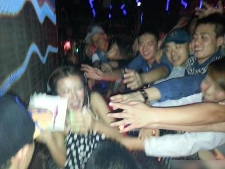 香港三级片《喜爱夜蒲2》女演员张暖雅哈尔滨夜店捞