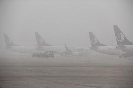 由于雾霾天气的影响,飞机不能起飞.(图片来源:网络)