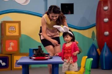 "C:\Users\guokai\Desktop\图:在另一档同样火热的节目《宝宝来啦》中,有些父母可以很好的知道孩子完成游戏,而有些父母的方法则显得有些""简单直接""。.JPG"