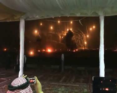 沙特王子实弹射击当礼花 土豪们的另类游戏
