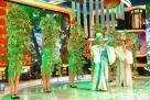 图为龙视公共频道《欢乐英雄转》春晚现场。