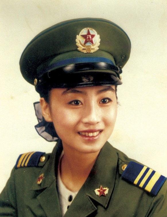 穿87式军服的空军女兵刘迎霞 据媒体报道,刘迎霞出身军人家 图片 图片