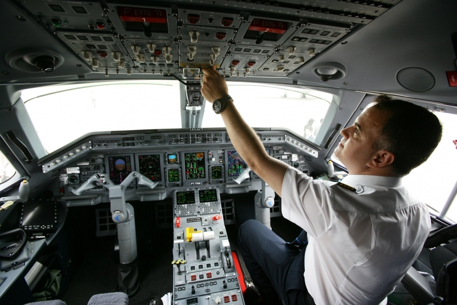 成龙座驾同型号机私人飞机曝光