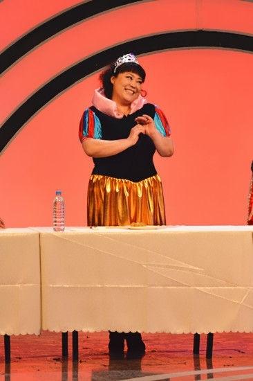 《真的假不了》李菁菁玩high 为新剧捧回奖杯