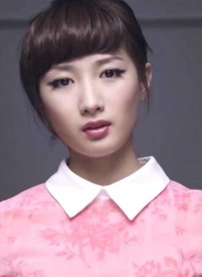 影片是由一位22岁日本空手道美女武田梨奈穿着复古的