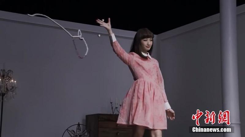 日本空手道美女头碎15块瓦