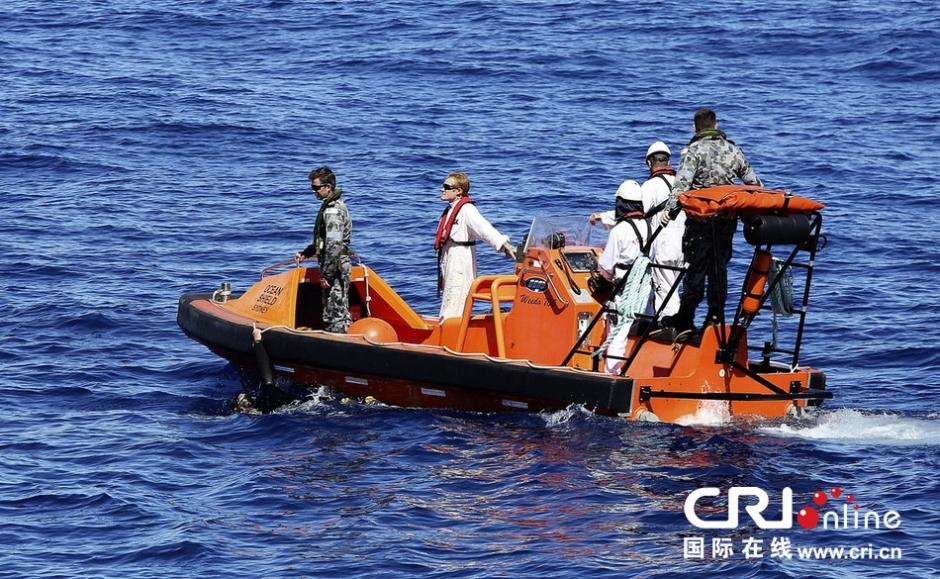据悉如今已有14架飞机及舰船参与了印度洋方面的搜救,由于黑匣子电量