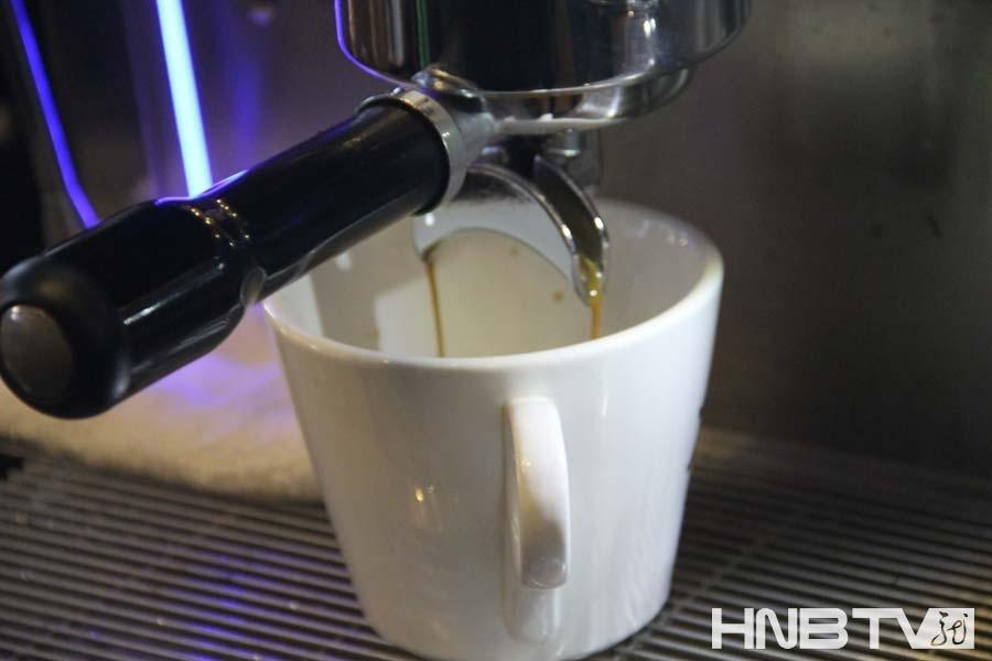 想了解咖啡的制作过程吗?记者为您揭秘咖啡的制作过程.