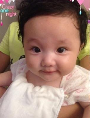 张丹峰女儿萌照:想告诉全世界她有多可爱(图)