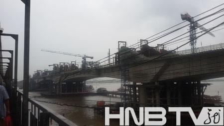 铁路特大桥主桥连续梁正式合龙 图