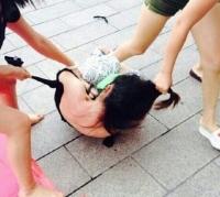 7月21日广西玉林一ktv楼下发生多名女生