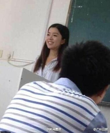 西南财经大学日语美女教师走红组图