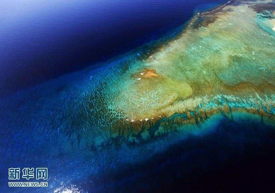 当你从空中鸟瞰西沙时,就会看到西沙群岛另一番难得见到的壮观景象.