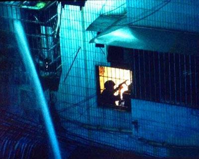广州缉毒枪战现场 1群众遇难1毒贩被毙