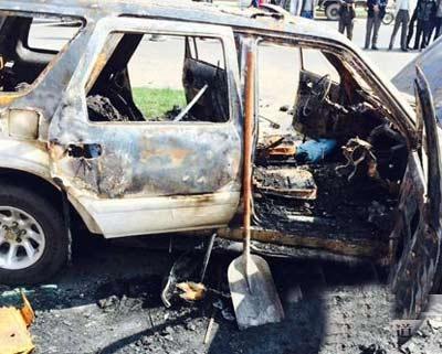 宾西镇吉普车起火 男子被困车中身亡