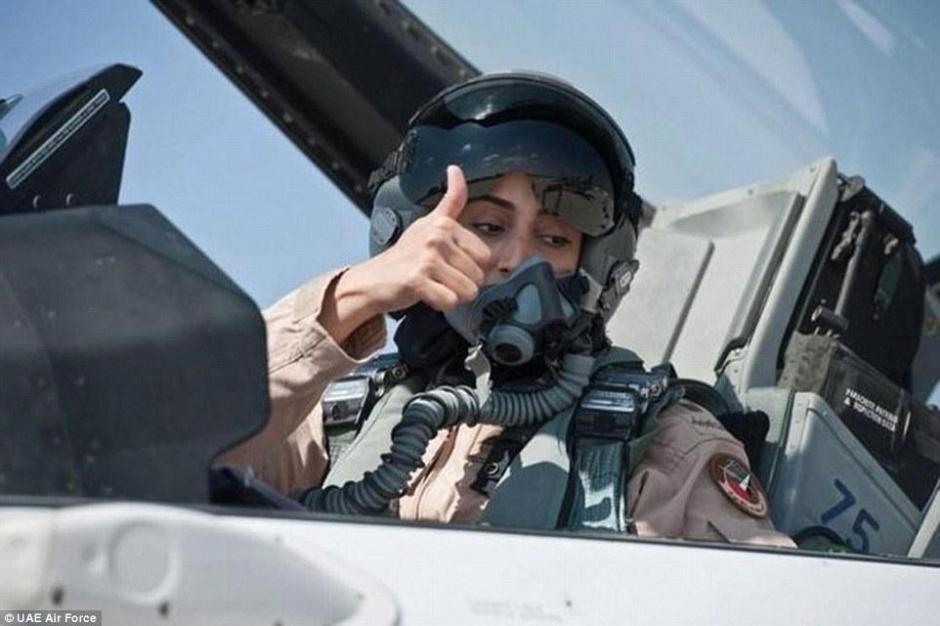 苏里/美女飞官护驾沙特王子空袭ISIS 盘点全球最帅王子(组图)