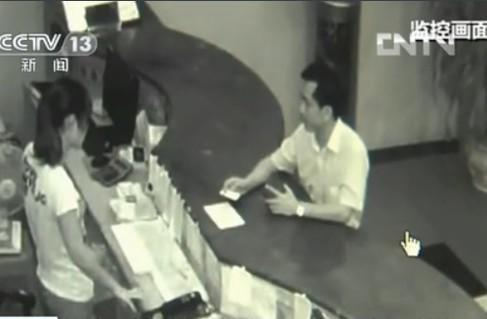 陈姓校长在酒店开房视频监控截图