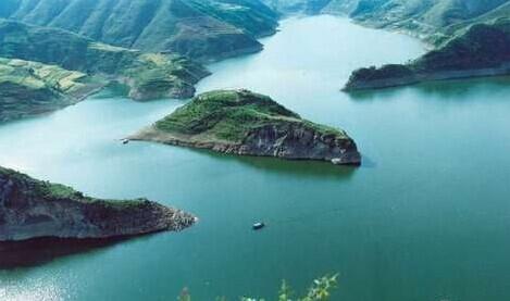 8万人次,收入724万元;太阳岛风景区接待游客27.7万人次,门票收入506.