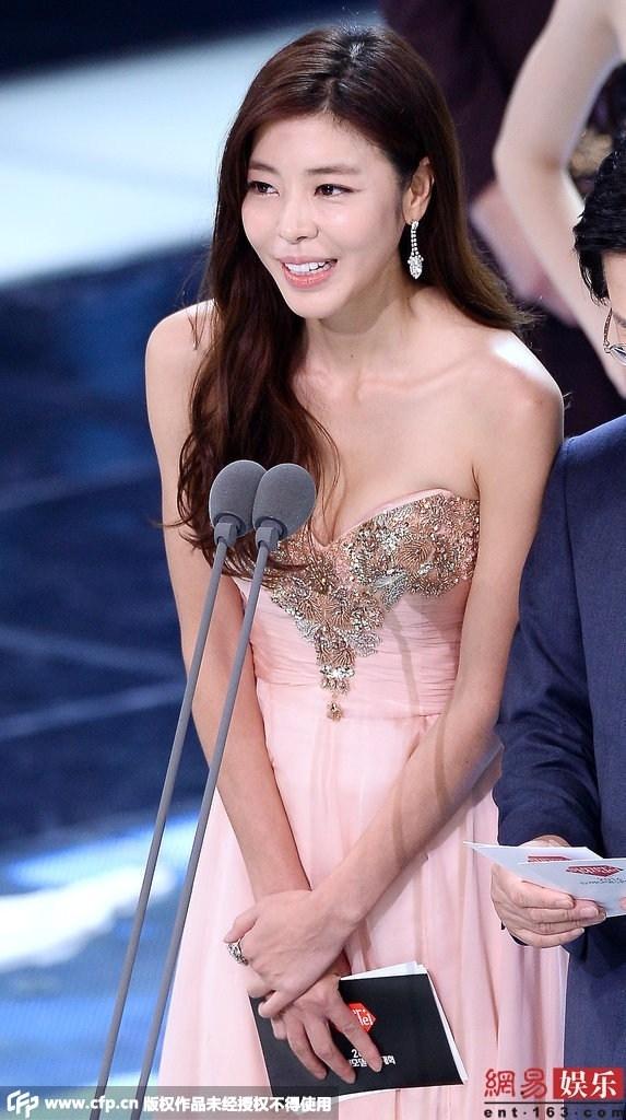 韩国超模选拔大赛在首尔sbs电视台举行