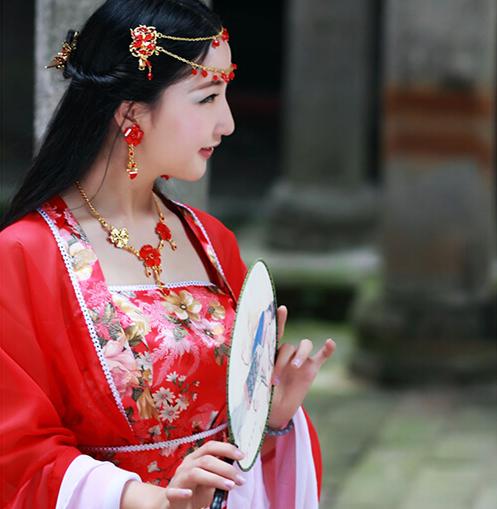 湖北通城黄袍山惊现古装美女 力推故乡旅游资源