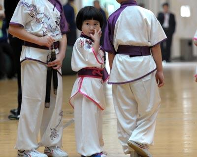 少林武术节 印尼3岁女娃试身手萌翻全场