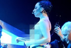 Lady Gaga裸体上阵胸部下垂明显