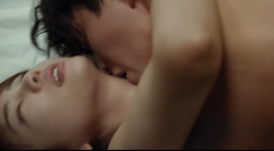 韩国女演员李泰林在电影《为了皇帝》大胆露点演床戏