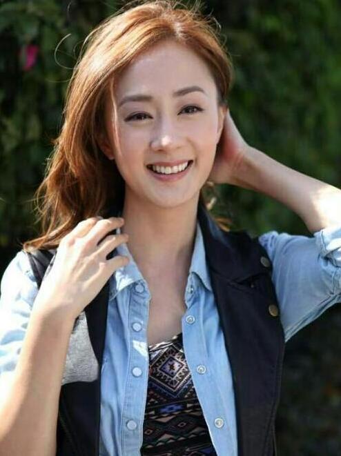 当时13岁的她以可爱的形象而受到歌迷的喜爱,2012年出演韩国选秀节目